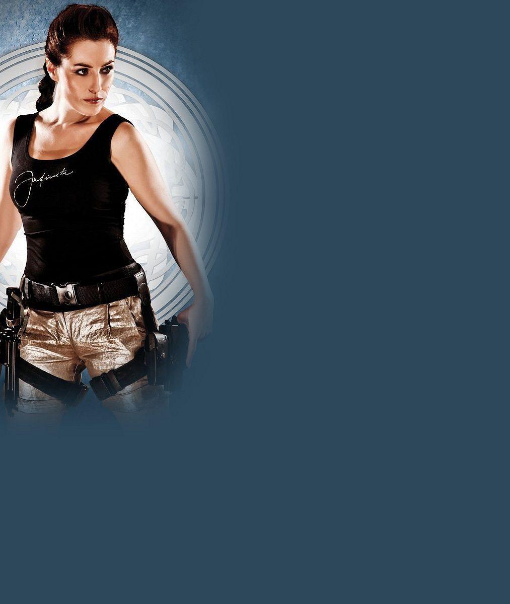 Líbí? Hlavní hrdinka Policie Modrava jako Audrey Hepburn nebo kopie Angeliny Jolie v sexy tílku