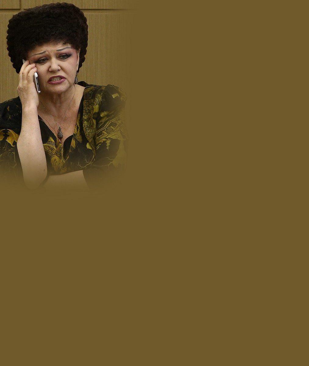 Šílenější účes jste ještě neviděli: Ruská politička, která zamrzla v éře SSSR, strčí do kapsy i Marge Simpsonovou