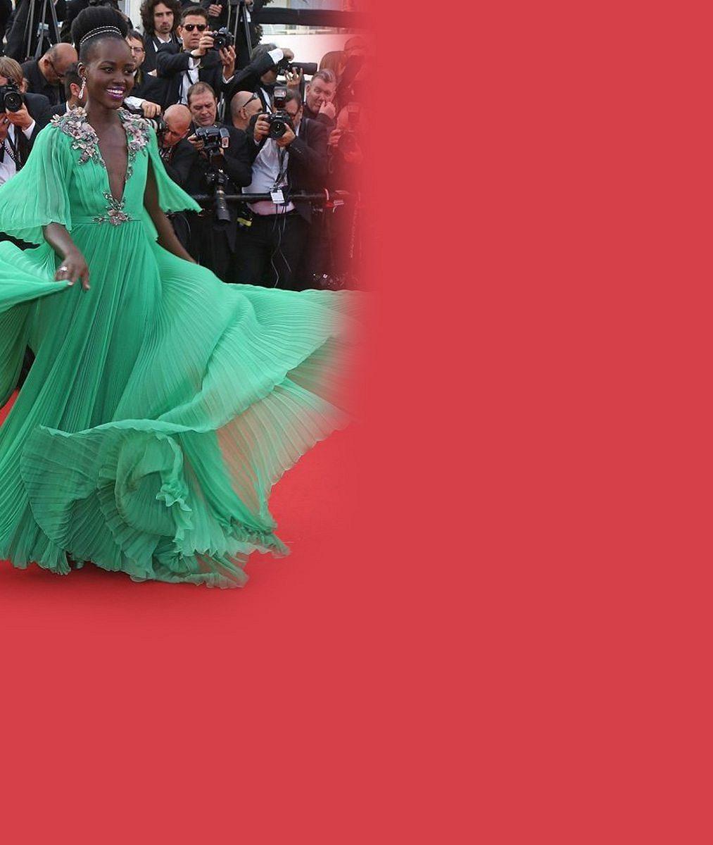 Podívaná z Cannes. Doutzen provokovala rozparky, Naomi se chlubila peřím a Natalie splynula s kobercem