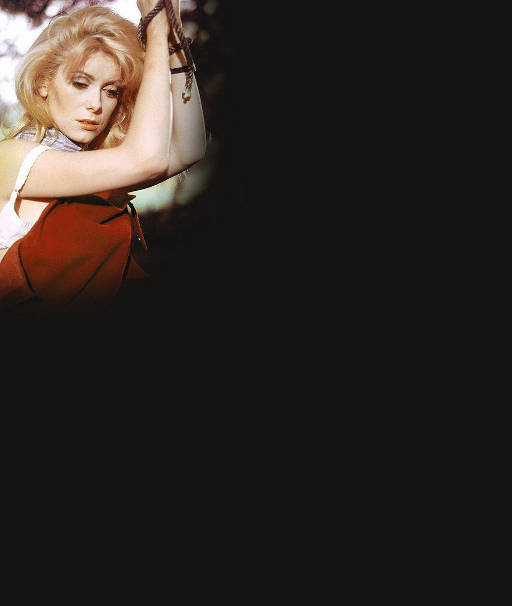 Legendární herečka (71) oblékla v Cannes model, který nepochopíte...