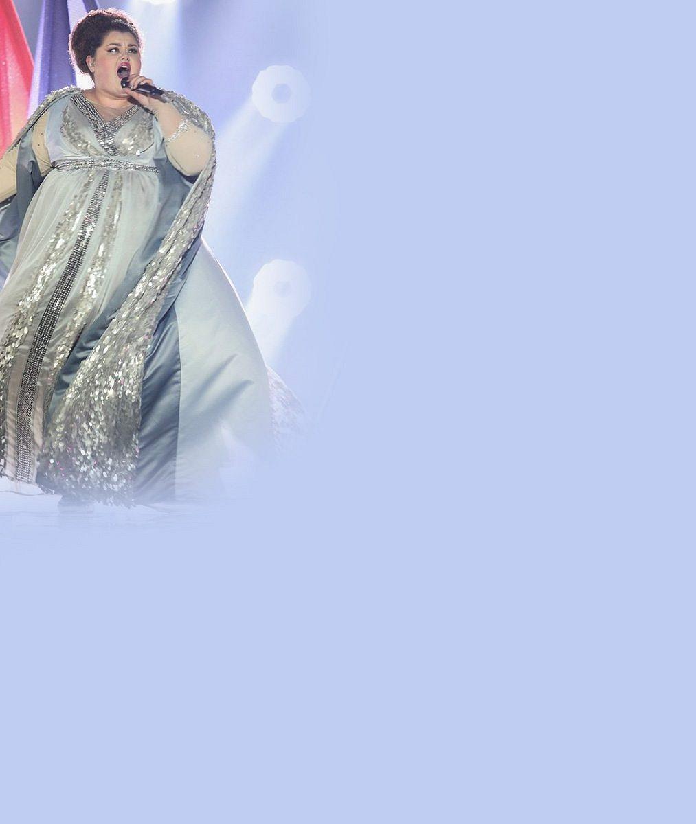 Kde už jsme jenom obézní srbskou favoritku Eurovize viděli? Je to celá Droběna z pohádky o Popelce!