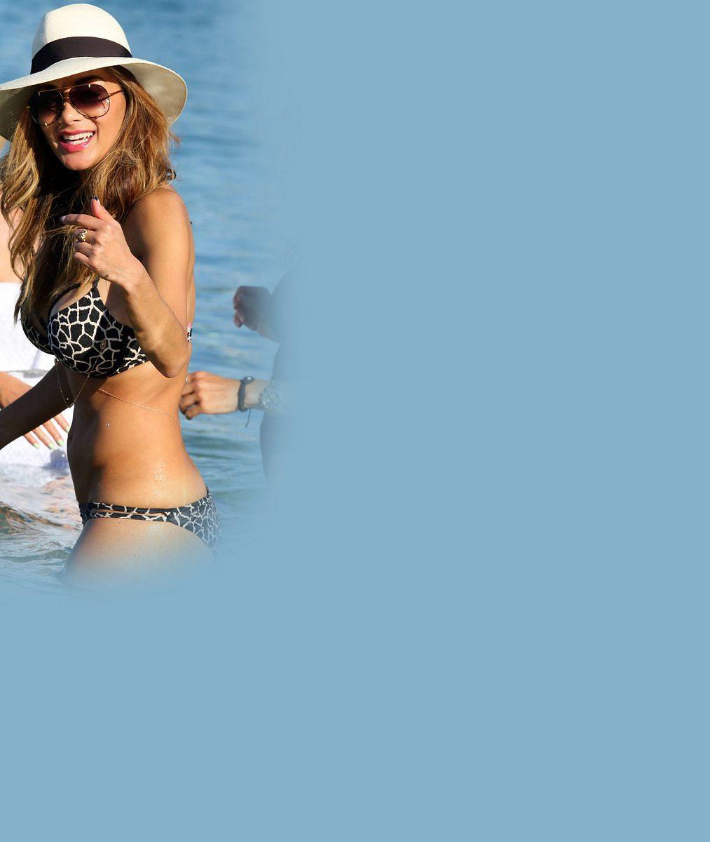 O tohle Hamilton přišel: Nicole Scherzinger slaví sedmatřicetiny ve velkém stylu v bikinách
