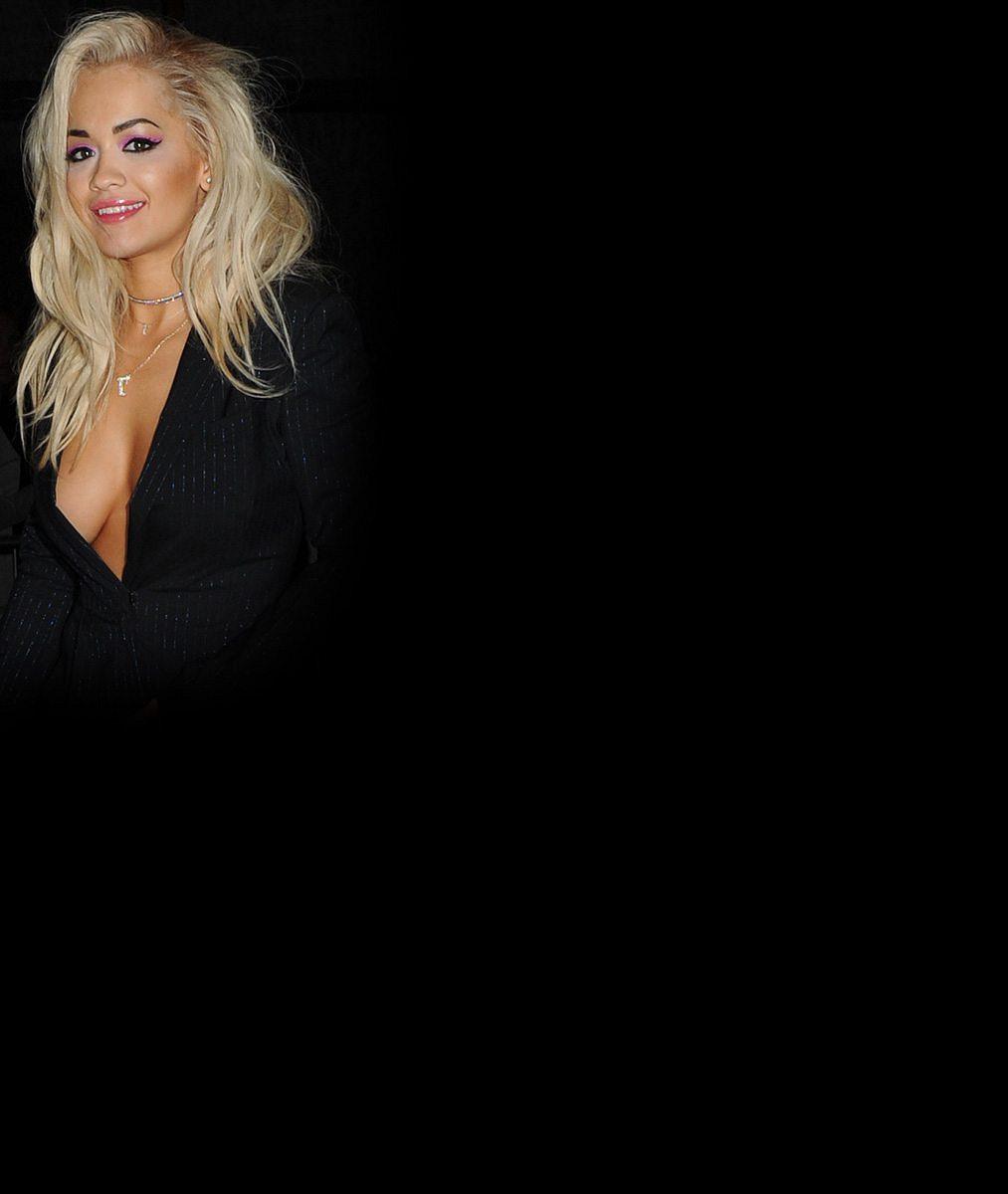 Jsou jako u nás Petra Faltýnová: Aniston, Rihanna i Lady Gaga se producírují na veřejnosti bez podprsenky