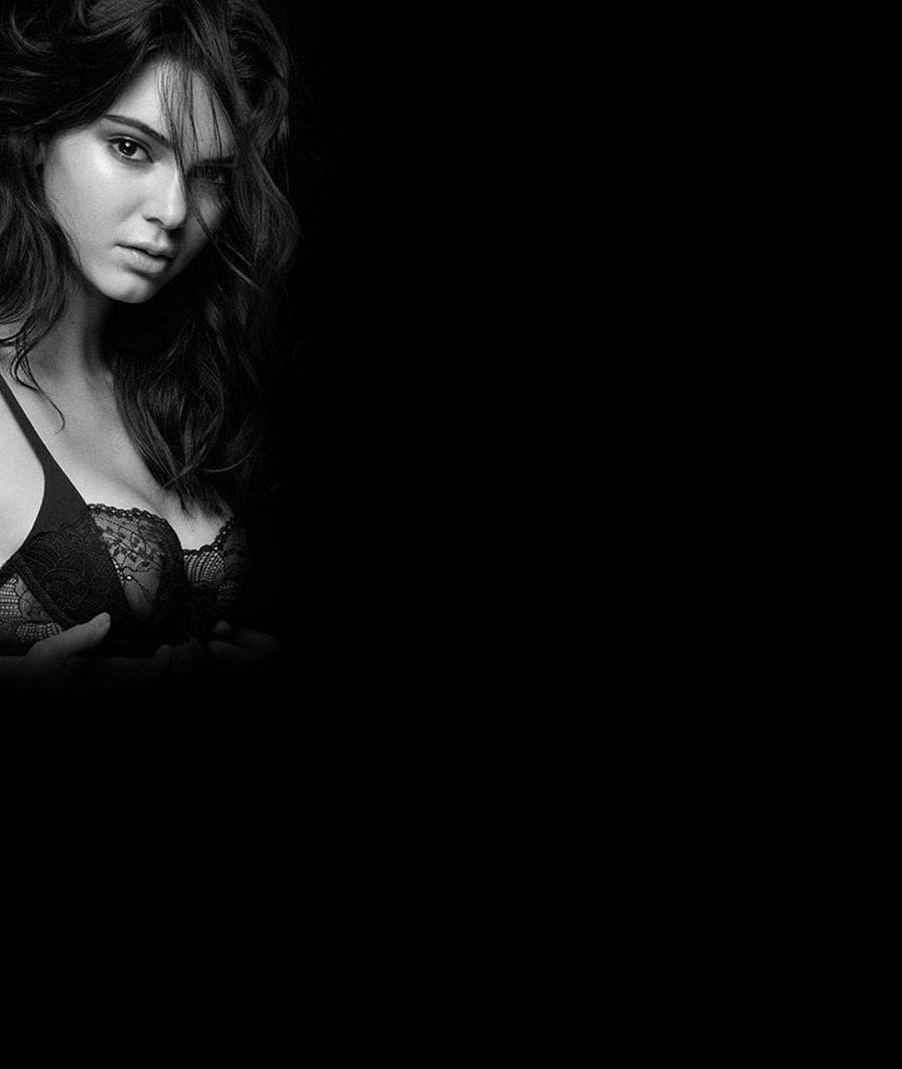 Do macaté sestry Kim má naštěstí daleko: Dokonalá Kendall Jenner předvedla odhalená ňadra i pevný zadeček