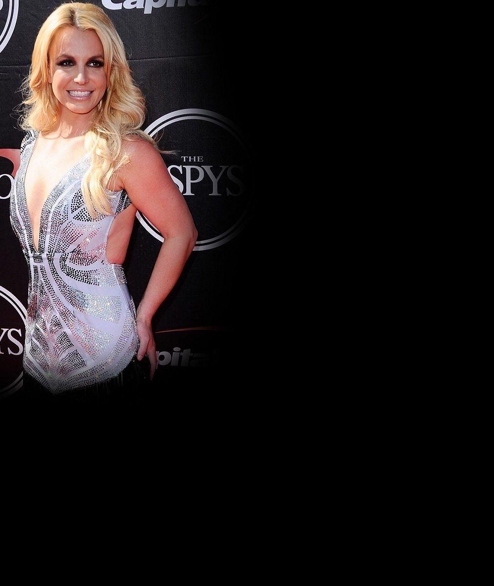 Britney Spears šla do bikin a na pláži předvedla pružné tělo, které ji stálo spoustu potu