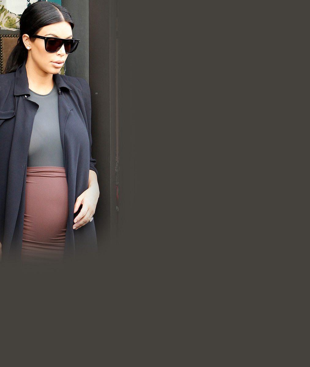 Těhotenství opravdu nefinguje: Kim Kardashian odhalila bříško v pátém měsíci