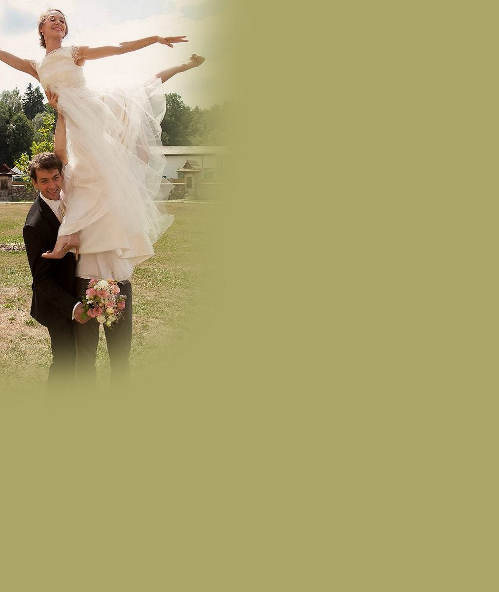 Takhle jim to slušelo u oltáře: Máme oficiální fotky z veselky pohledného herce a jeho baletky