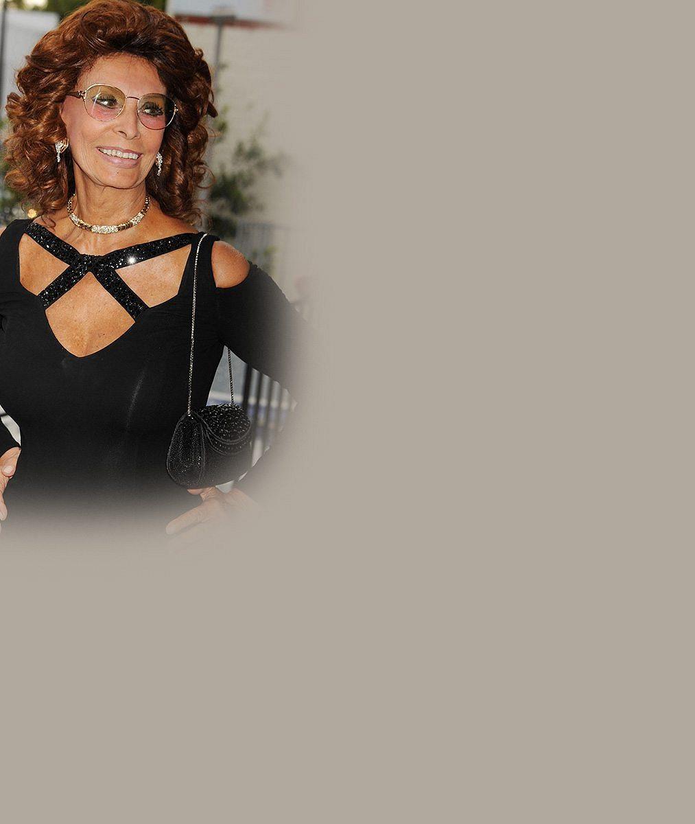 Neuvěřitelná Sophia Loren: Pevný dekolt a vosí pas i v osmdesáti!