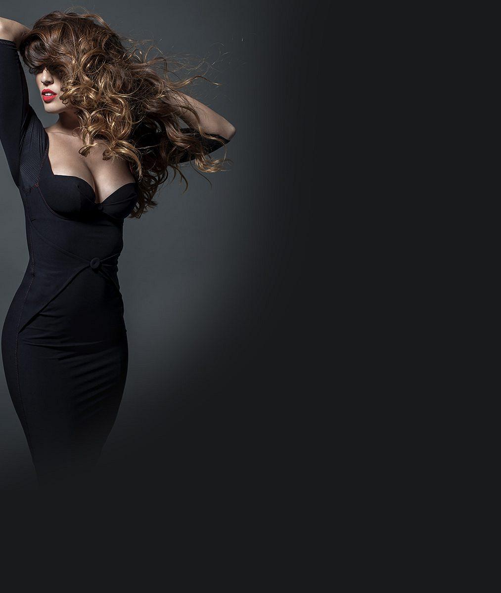 Není božská? Jedna z nejkrásnějších zpěvaček poodkryla po dvou dětech své vylepšené vnady