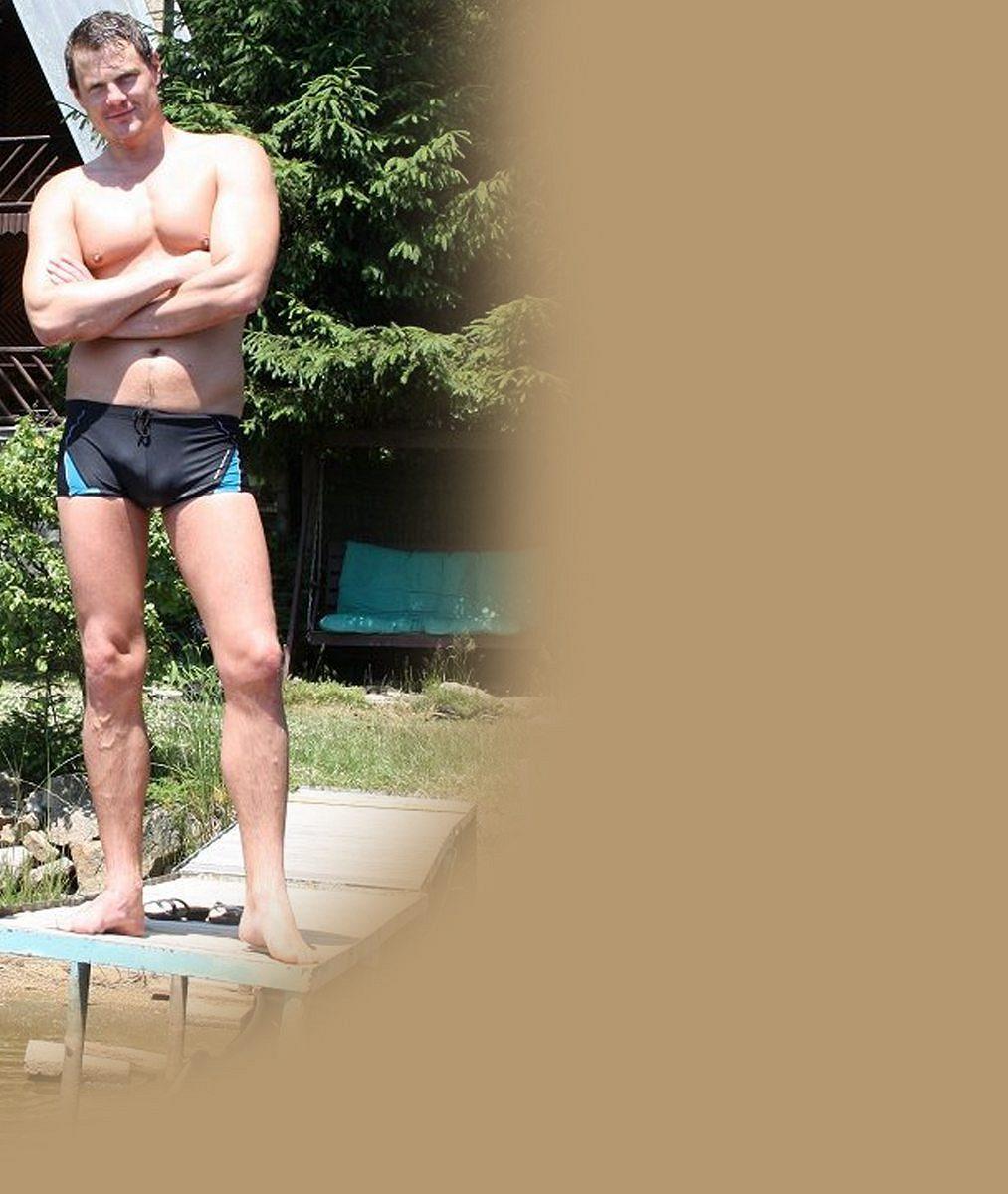 Ukázal svaly a ještě něco navíc: Známý seriálový záporák v plavkách