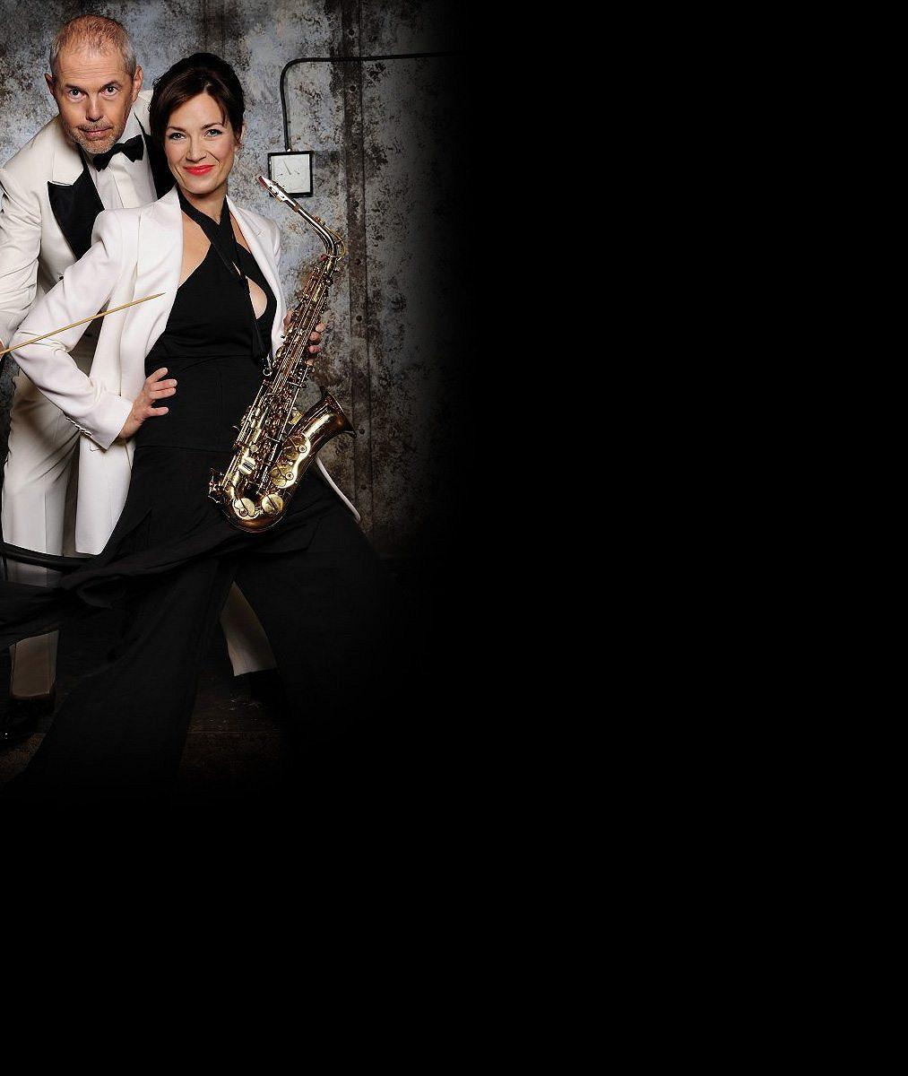 Kostková potěšila oči svého manžela: Na premiéře jeho nové divadelní hry zářila v průsvitných šatech