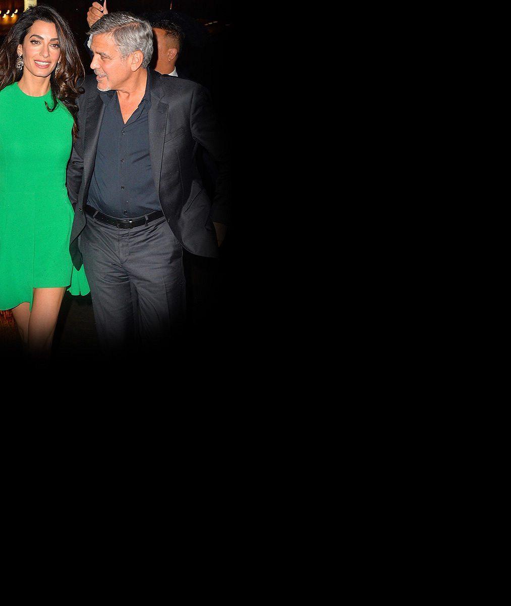 Vlající sukénka Clooneyho manželky odhalila její nekonečně dlouhé ahubené nohy
