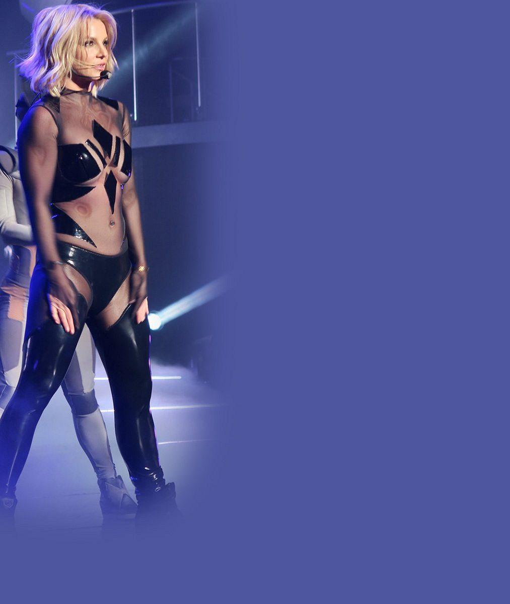 Wow! Britney Spears je v takové formě, že vystupuje téměř nahá