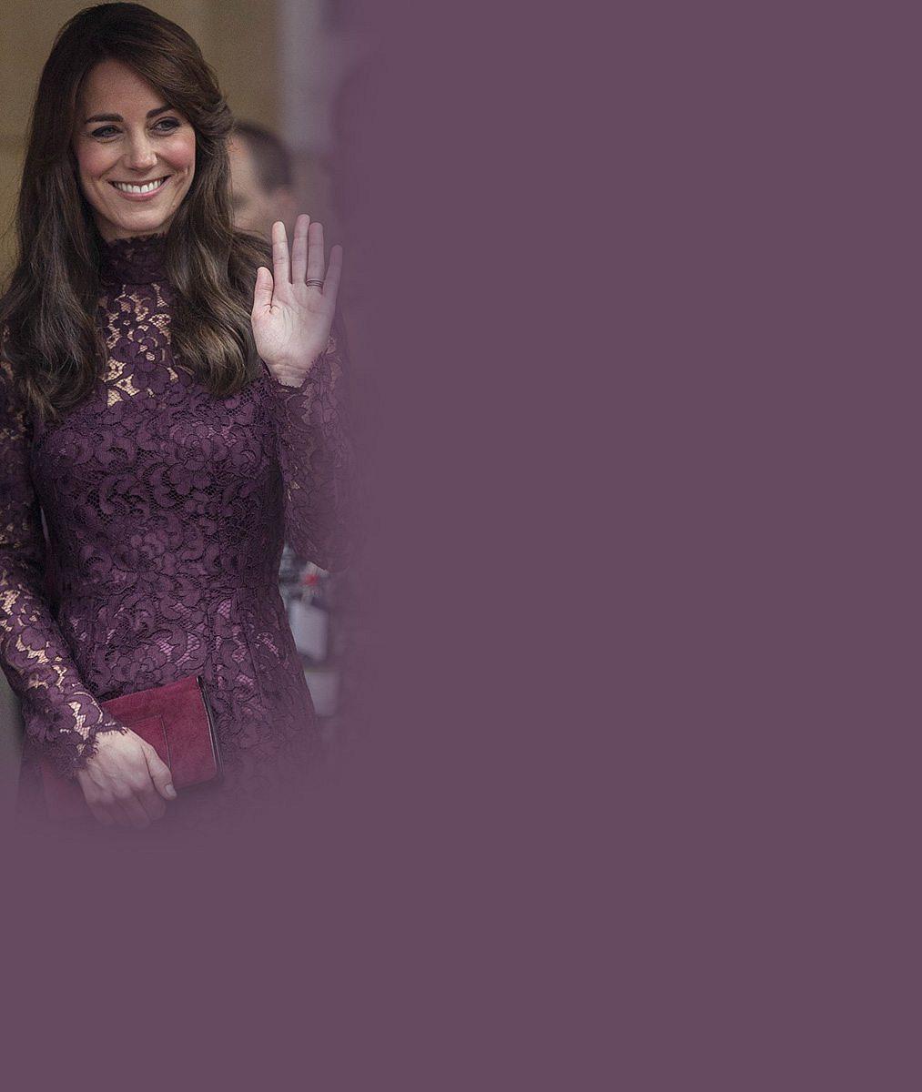 Vévodkyně Catherine zastínila na premiéře bondovky světové hvězdy. Dorazila bez podprsenky