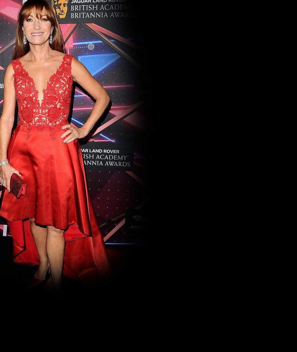 Doktorka Quinnová (64) zná recept na elixír mládí: Takhle oslnila vsexy rudých šatech