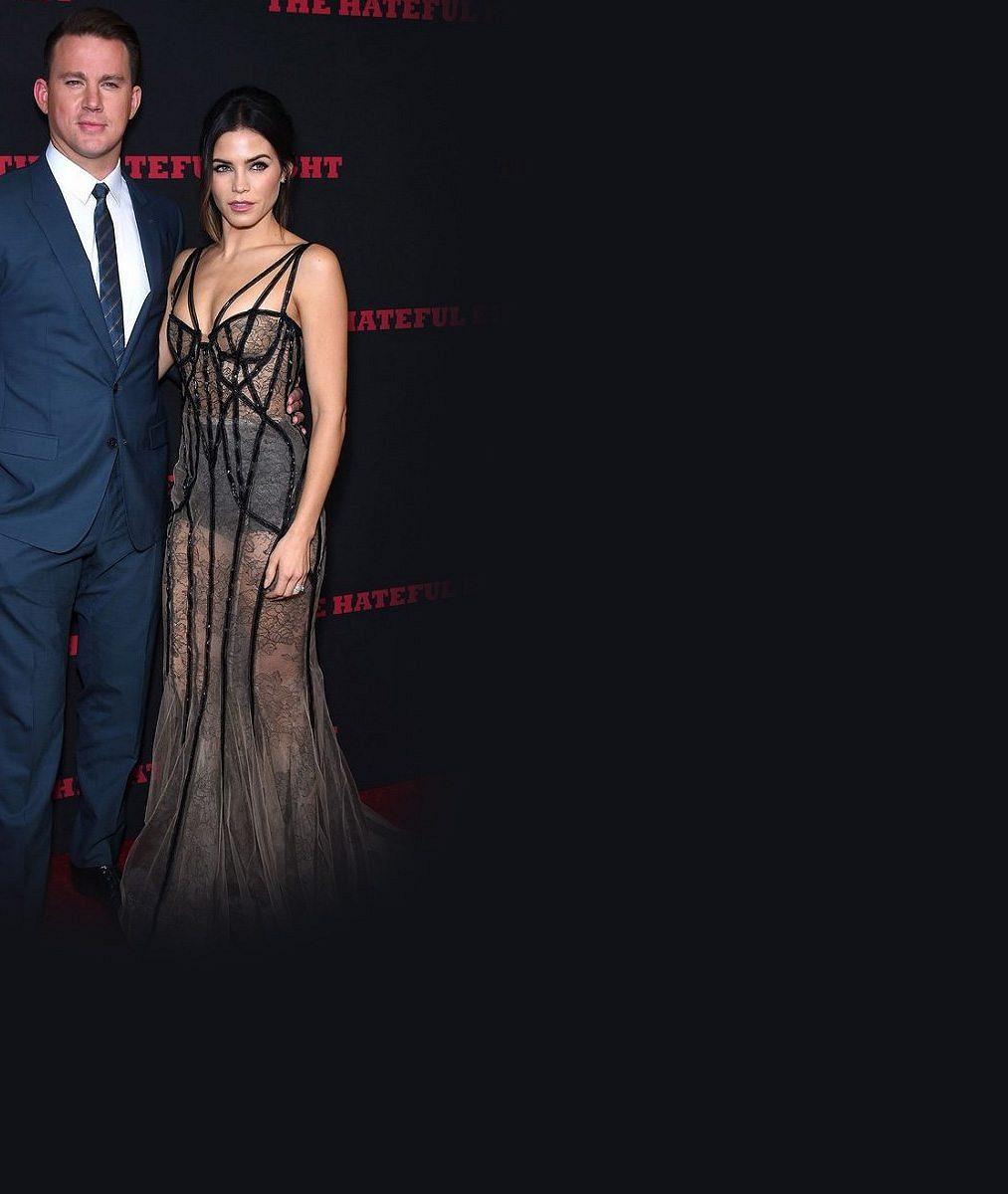 Známý herec se pochlubil sexy manželkou v průsvitných šatech, do níž se zamiloval při natáčení společného filmu