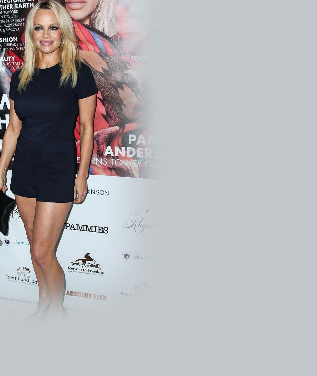 Pamela Anderson se před padesátkou svlékla: S érou nahoty se rozloučila opravdu pikantním způsobem