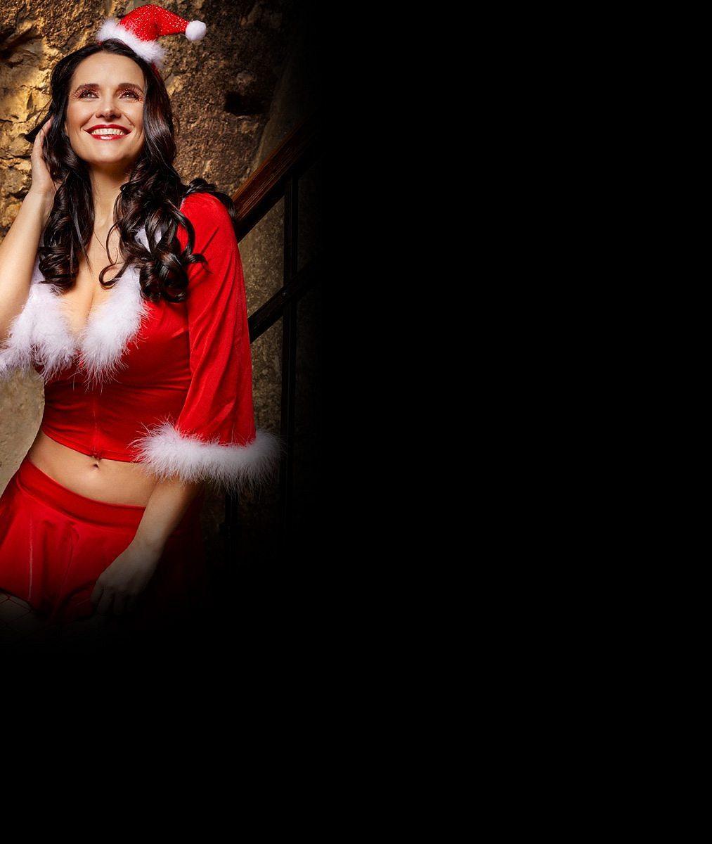 Nalaďte se na svátky: Tahle prsatá asistentka Santy vám zaručeně zrychlí tep