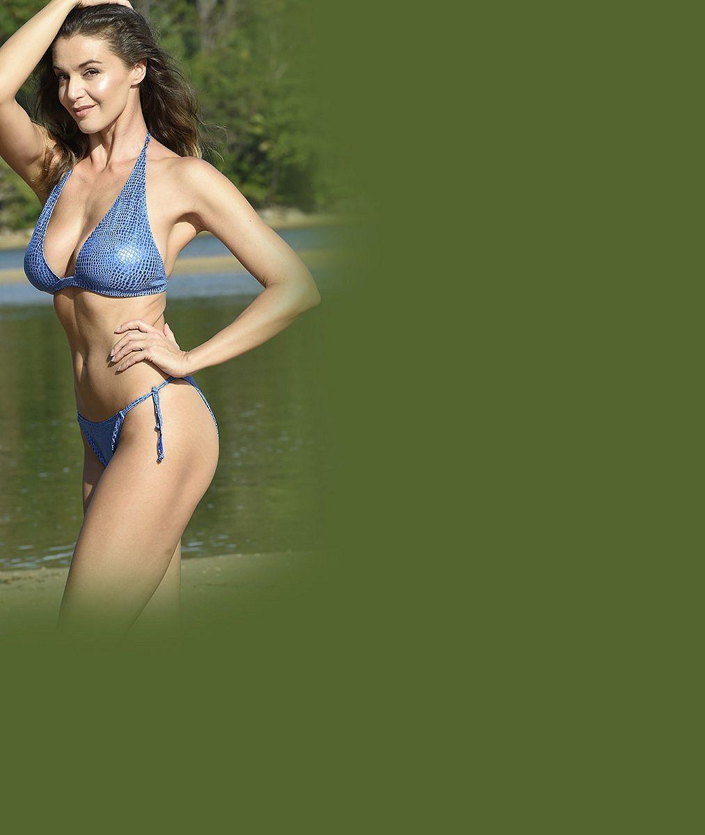 OBRAZEM: Sexy Iva Kubelková umí okouzlit v plavkách i ve večerní róbě. Do očí se jí ale podívá jen málokdo