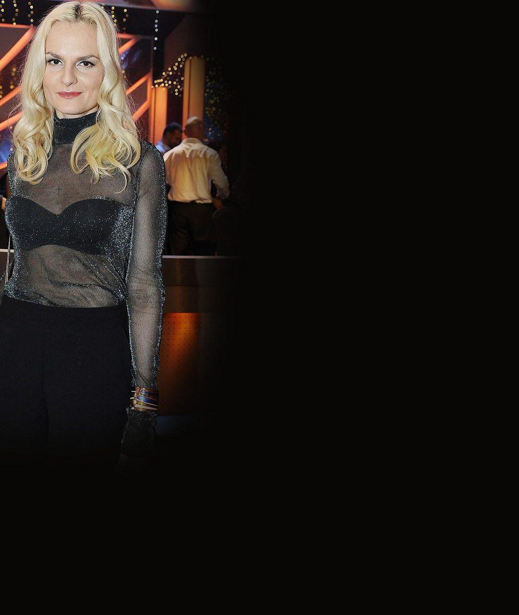 Iva Pazderková by se z fleku mohla živit jako švadlena: Tuhle sukni si spíchla přes noc