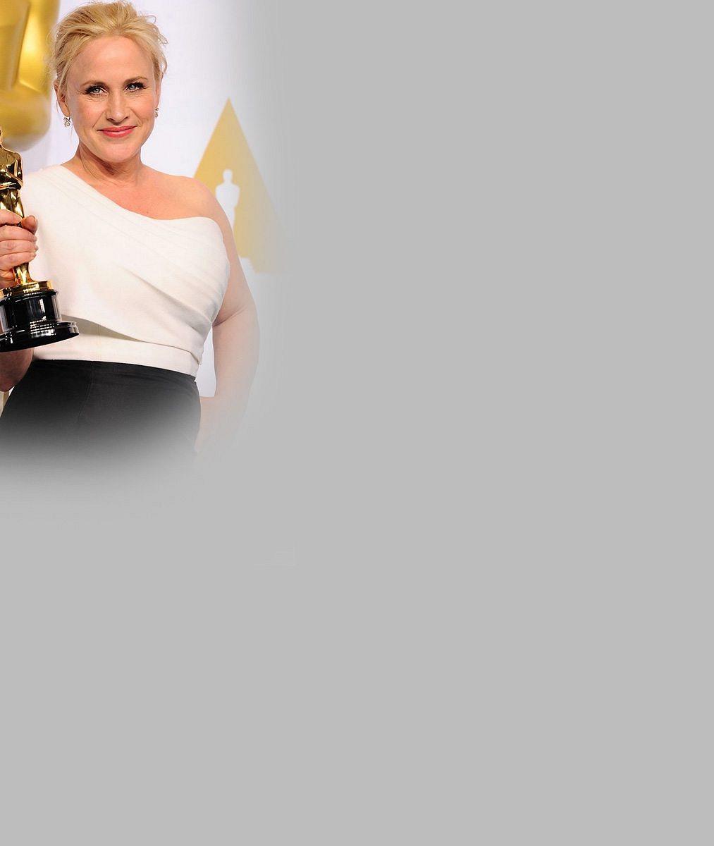 Loni zazářila na Oscarech, teď oceňované herečce vylezly kalhotky z vytahaných tepláků