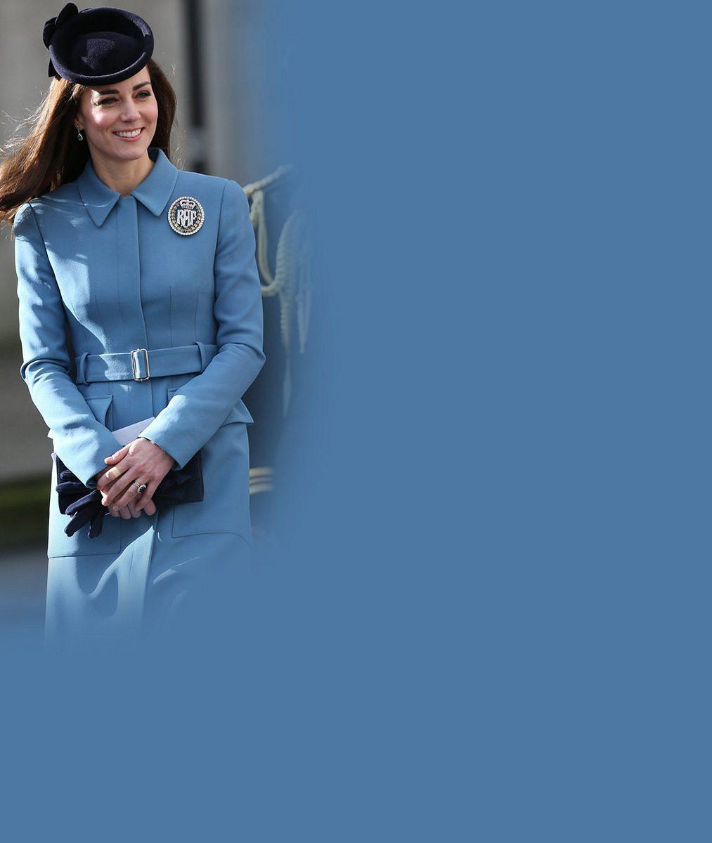 Hlásí se kadetka Kate! Vévodkyně na oslavy Královského letectva zvolila senzační model