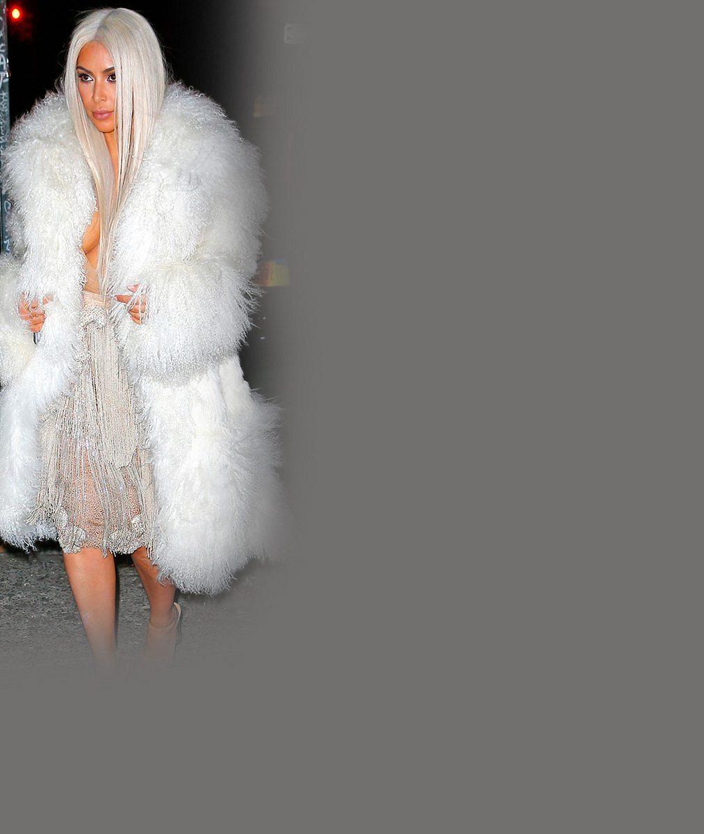 Útlý pas Kim Kardashian? Takhle vypadá její bříško, když ho pořádně nestáhne