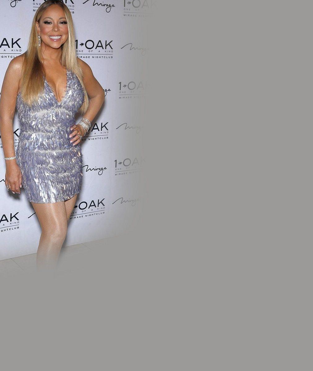 Mariah Carey oblékla minišaty a na mega dekoltu ukázala maxi diamant
