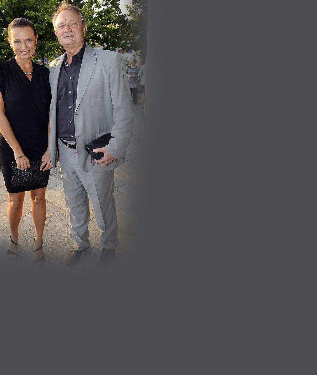 Neskutečně opálená: Manželka režiséra Adamce se s rodinou po čtvrt roce vrátila z Floridy. Prodali byt, koupili dům