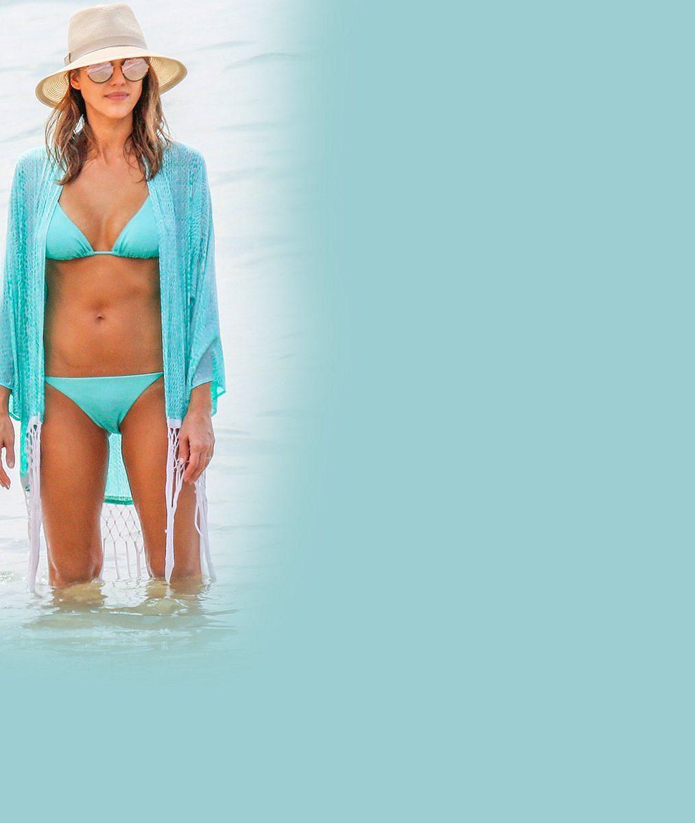 Pořád je to špica: Striptérka ze Sin City Jessica Alba vnebeských bikinách na Maui