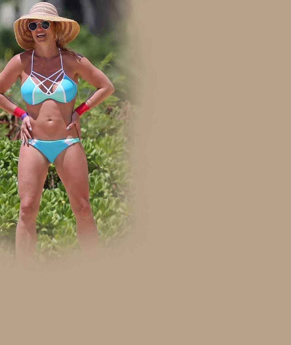 Dříve přetékala z kostýmů, teď by mohla pózovat v katalogu: Britney Spears vypadá v bikinách fantasticky