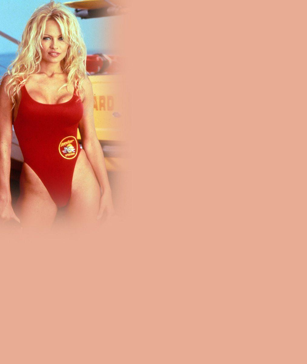 Ještě nepatří do starého železa: Pamela Anderson (48) ukázala stehýnka až k rozkroku