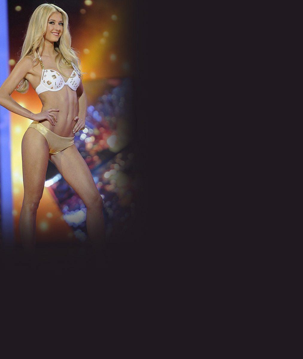 Česká blogerka roku odletěla bojovat na finále Miss World: Sází na tyhle pekelně hluboké výstřihy a pštrosí peří