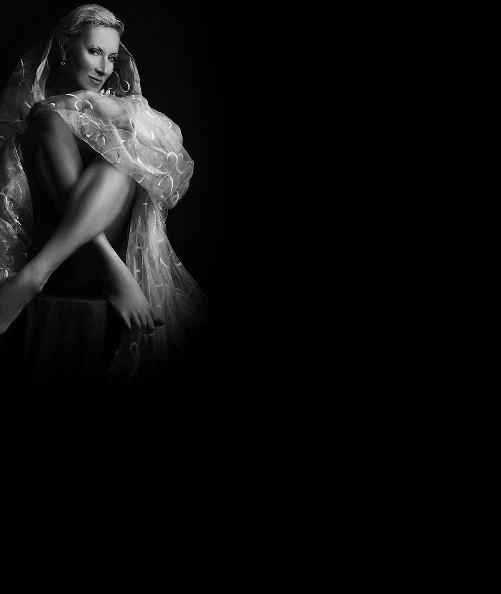 Akty, které nafotila kpadesátinám, to neskončilo: Líbí se vám známá zpěvačka na lechtivých fotkách?