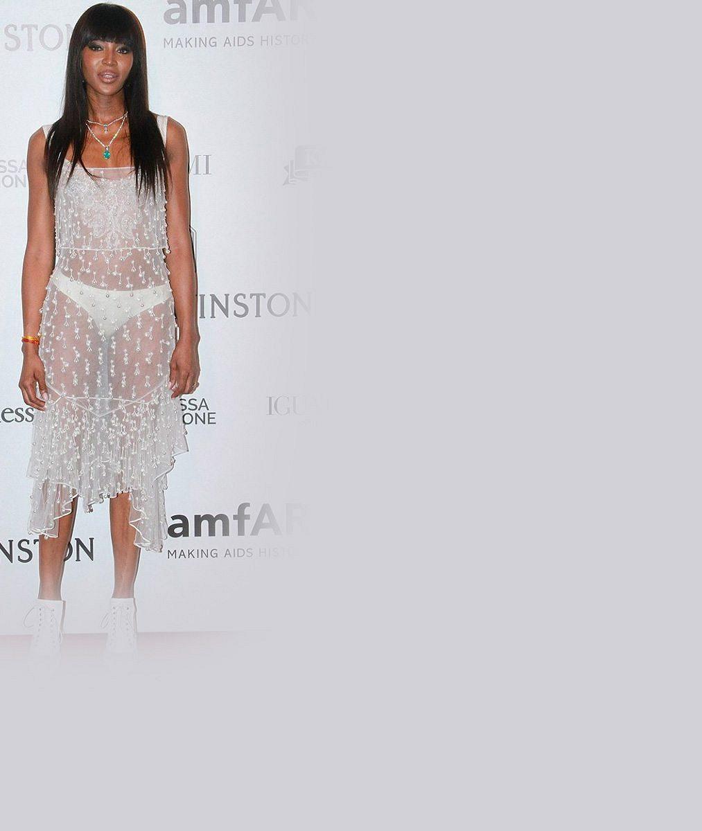 Úlet Naomi Campbell: V šatech za nehoráznou cenu jí prosvítalo všechno včetně kalhotek