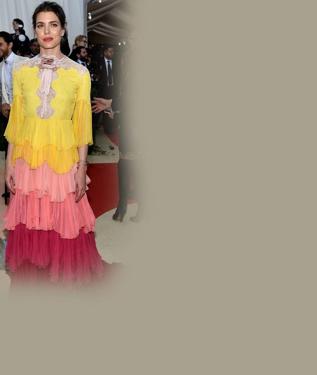 Grace Kelly by se nestačila divit: Vnučka monacké kněžny vypadala v otřesných šatech jako pestrá divadelní opona