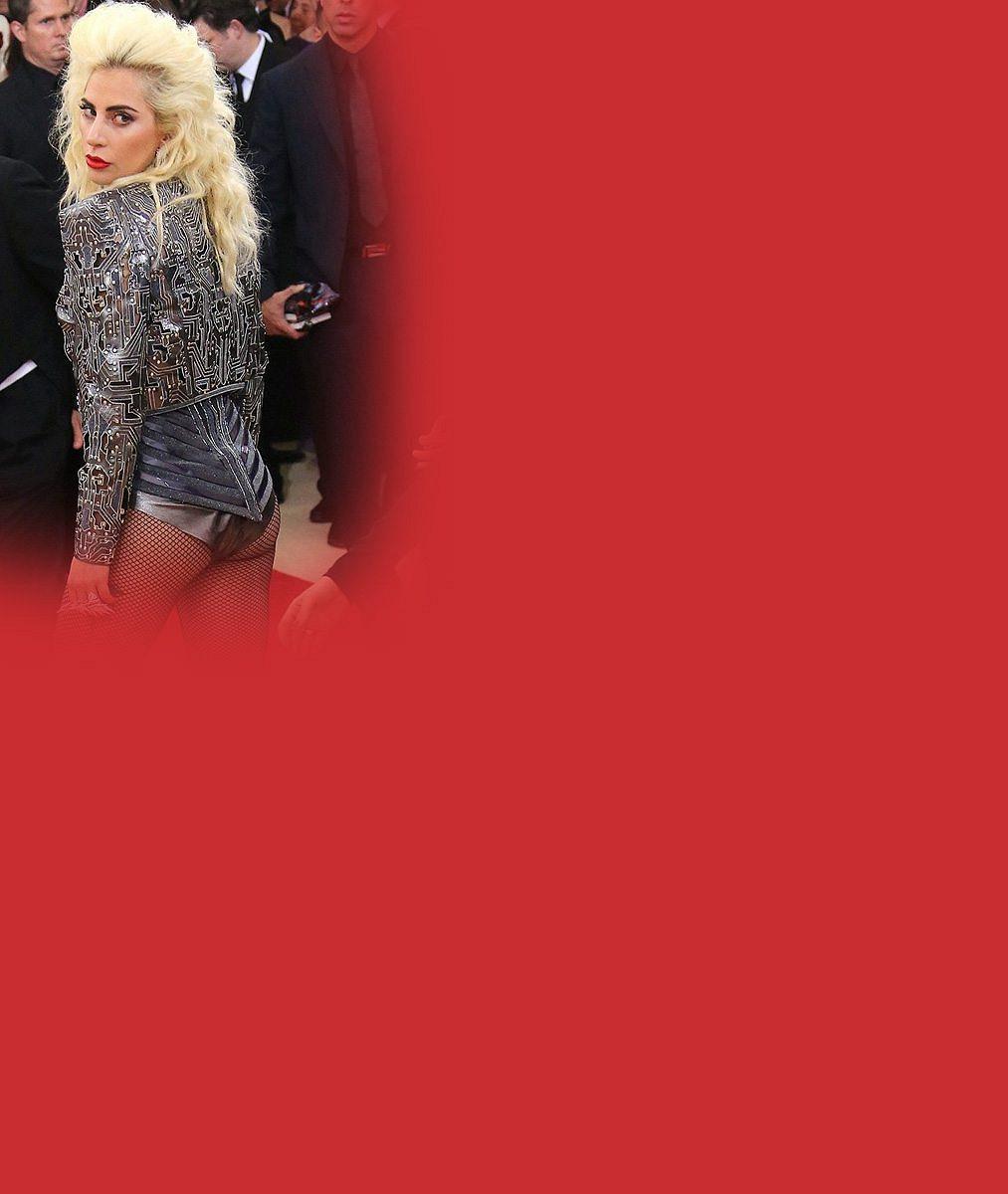 Macaté období je pryč: Lady Gaga překvapila štíhlými křivkami v rajcovním outfitu