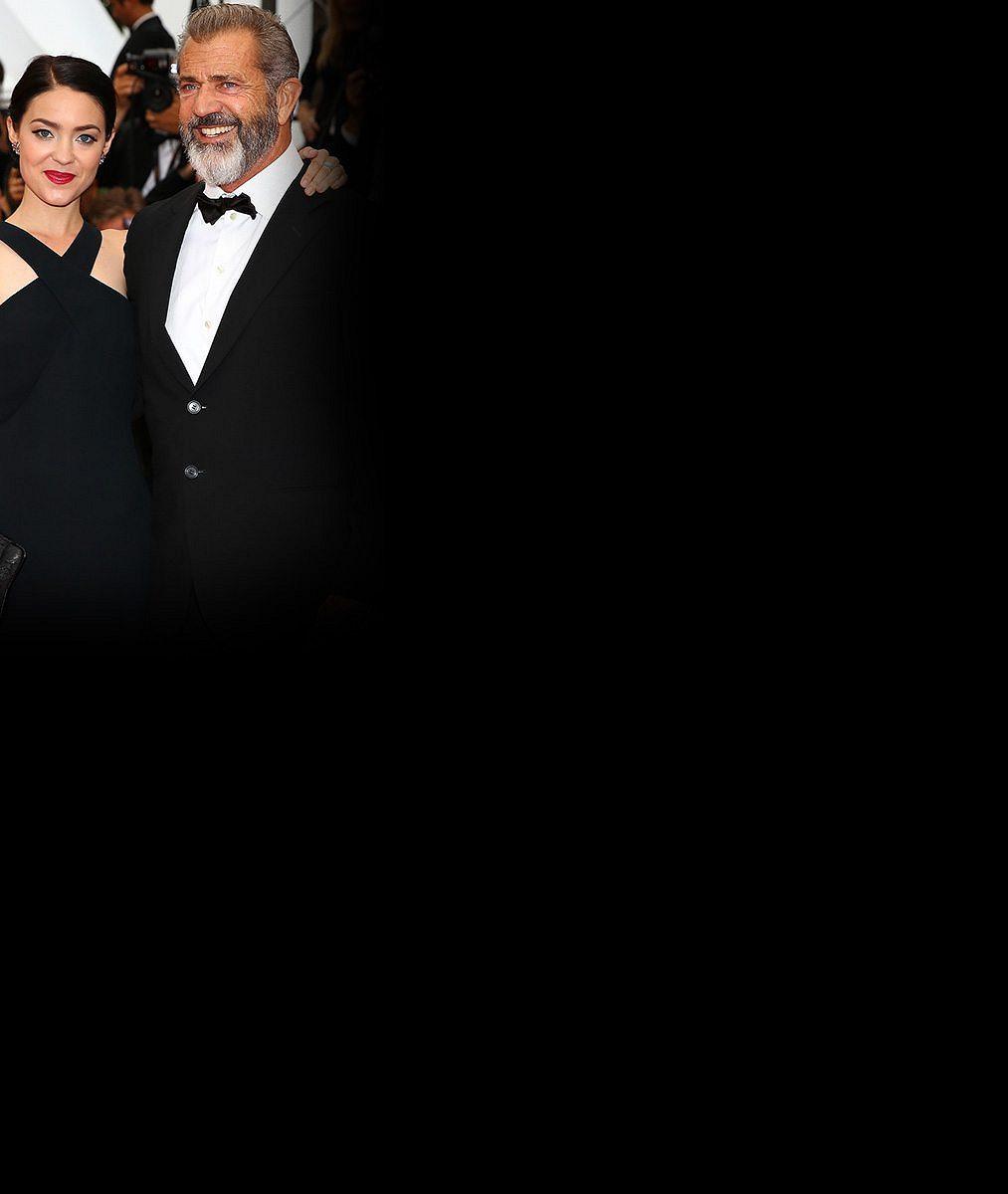 Mel Gibson (60) přivedl do Cannes pětadvacetiletou přítelkyni. Na červeném koberci byla jako ryba ve vodě