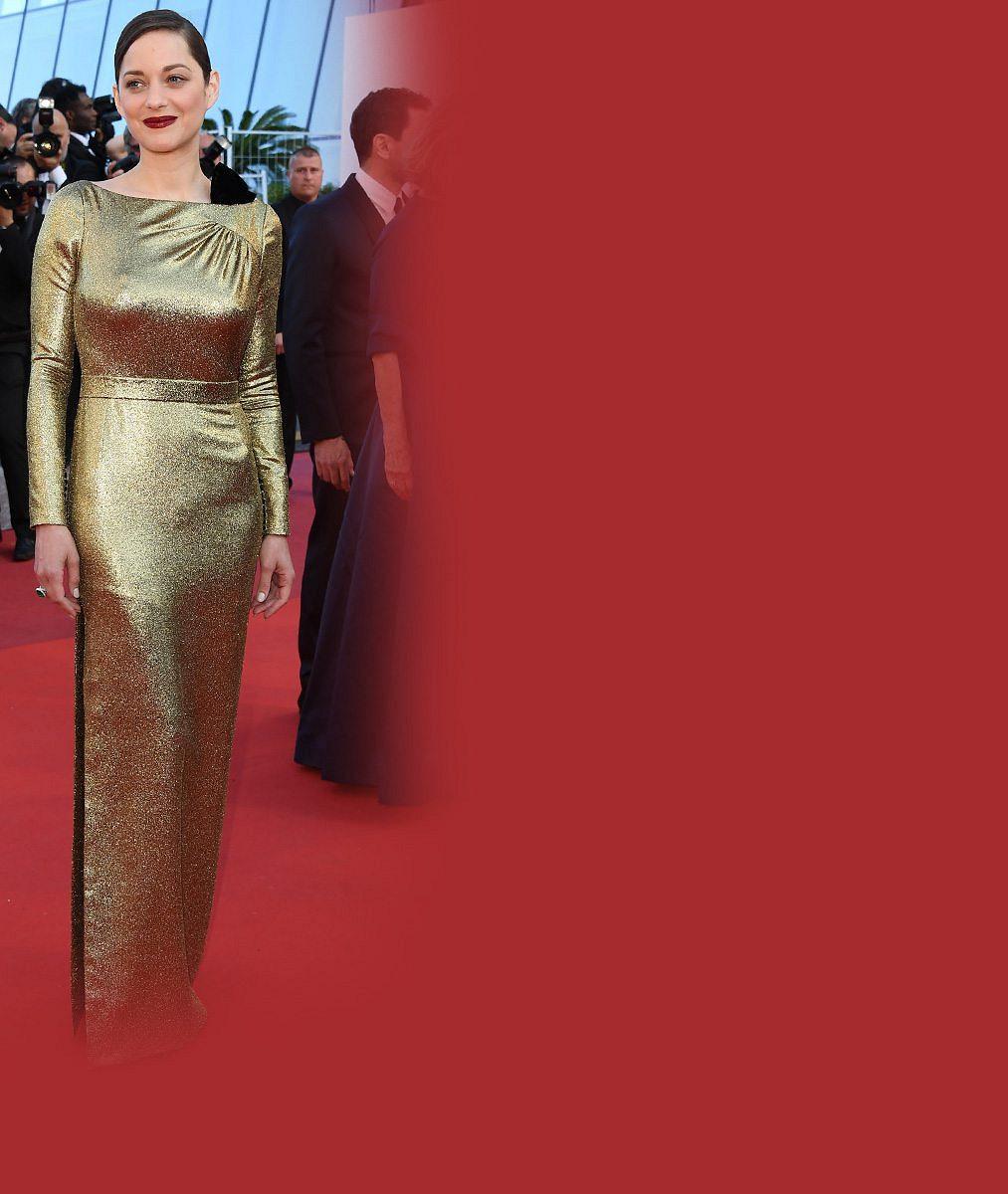 Kůži držitelka Českého lva v Cannes neukázala, přesto od ní nešel na rudém koberci odtrhnout zrak