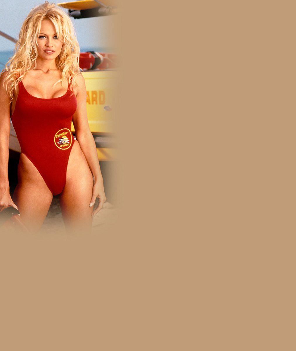 Pamela Anderson už žádného manžela nepotřebuje: Legendární plavčice se prsila vedle svého syna