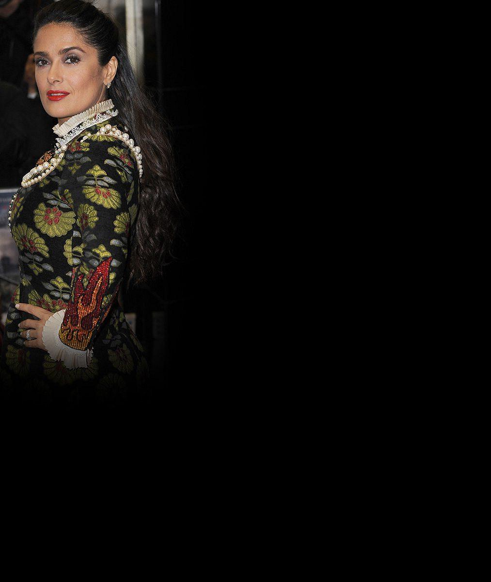 Salma Hayek si výběrem šatů přidala dvacet let. Snad poprvé vypadala na svůj věk