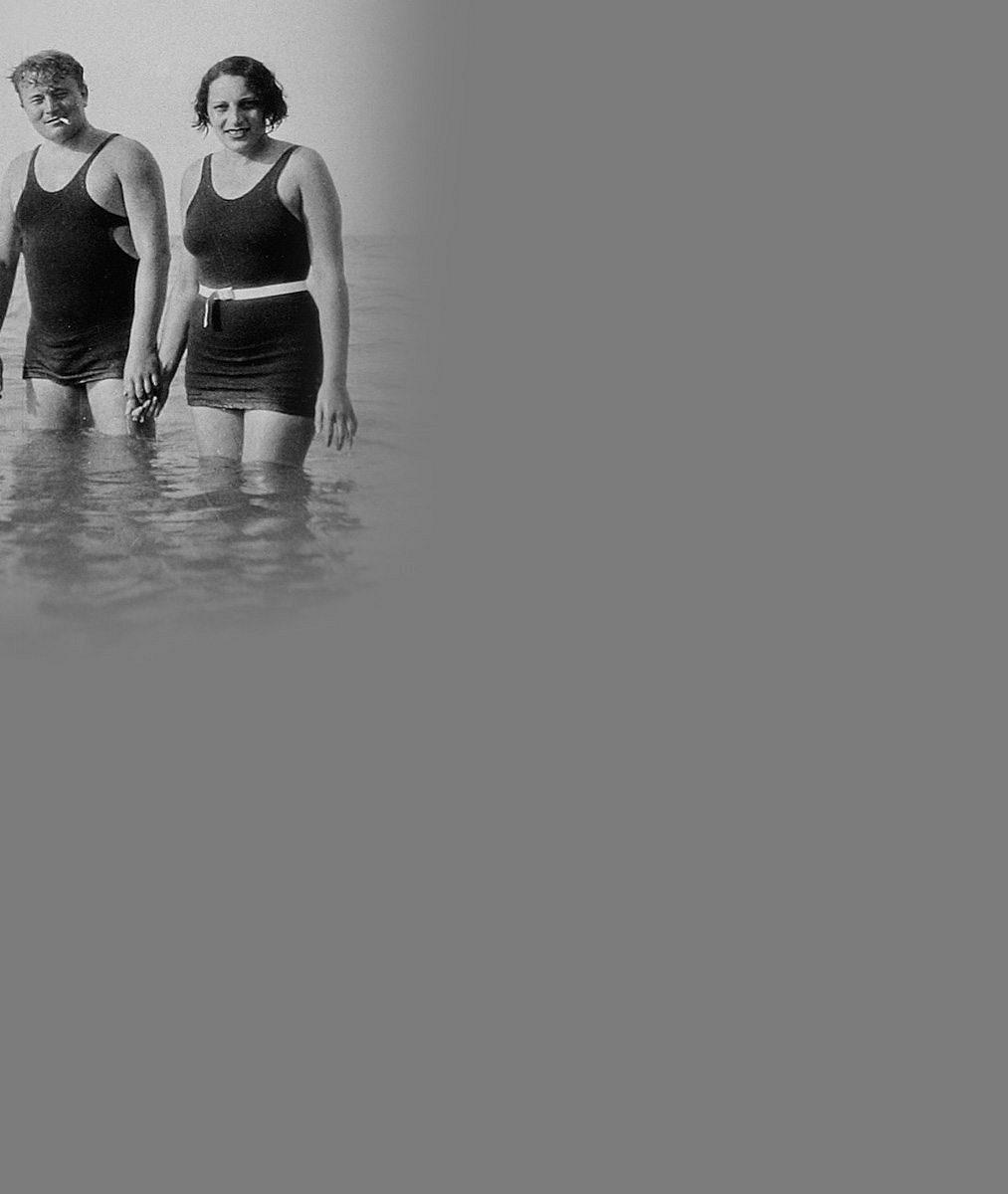 Nahota v šatně, tělocvik s Voskovcem i foto v plavkách s manželkou: 4 vzácné snímky Jana Wericha