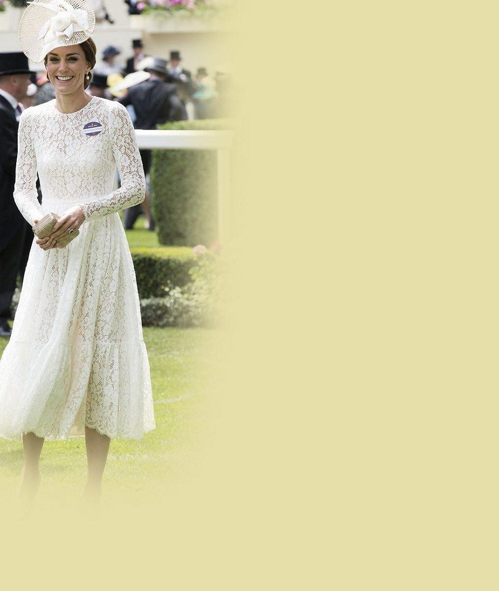 Jako zhistorické fotografie: Vévodkyně Kate byla vkrajkových šatech ozdobou dostihů
