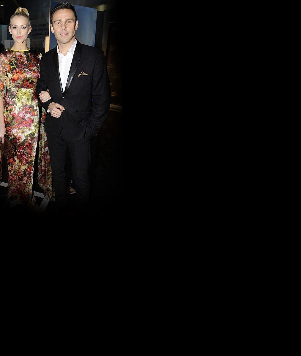 Roman Vojtek se tajně oženil! Takhle to slušelo ve svatebních šatech jeho krásné Petře