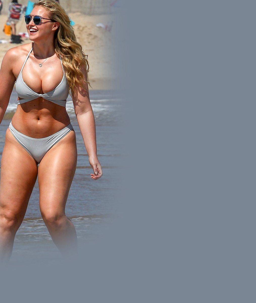 Kyprý 'podvozek' umí nosit! Mladá modelka svelikostí 44je vbikinách hodně sexy