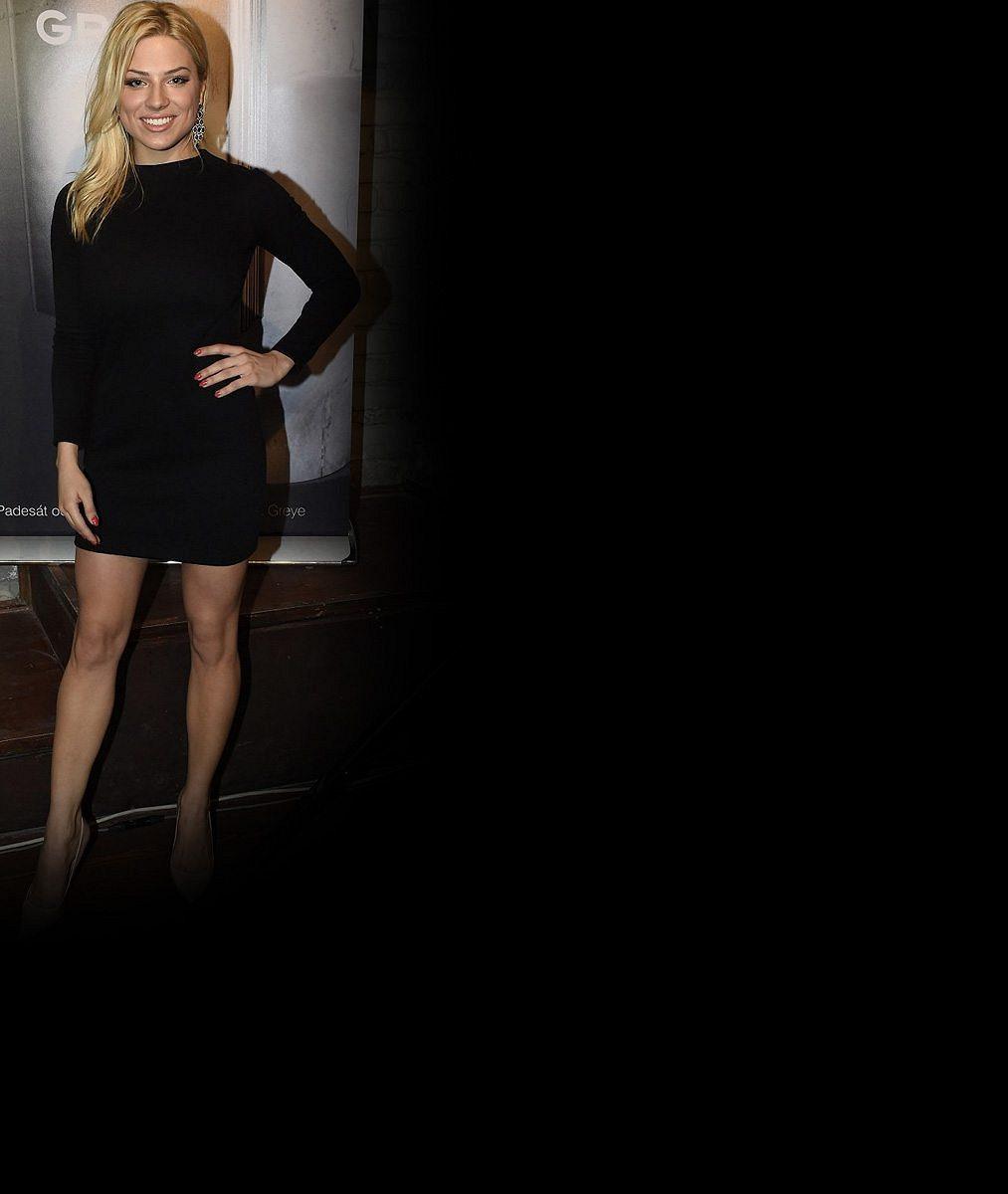 Super blondýnka Perkausová se předvedla jako sexy černovláska. Vypadá jako Angelina?