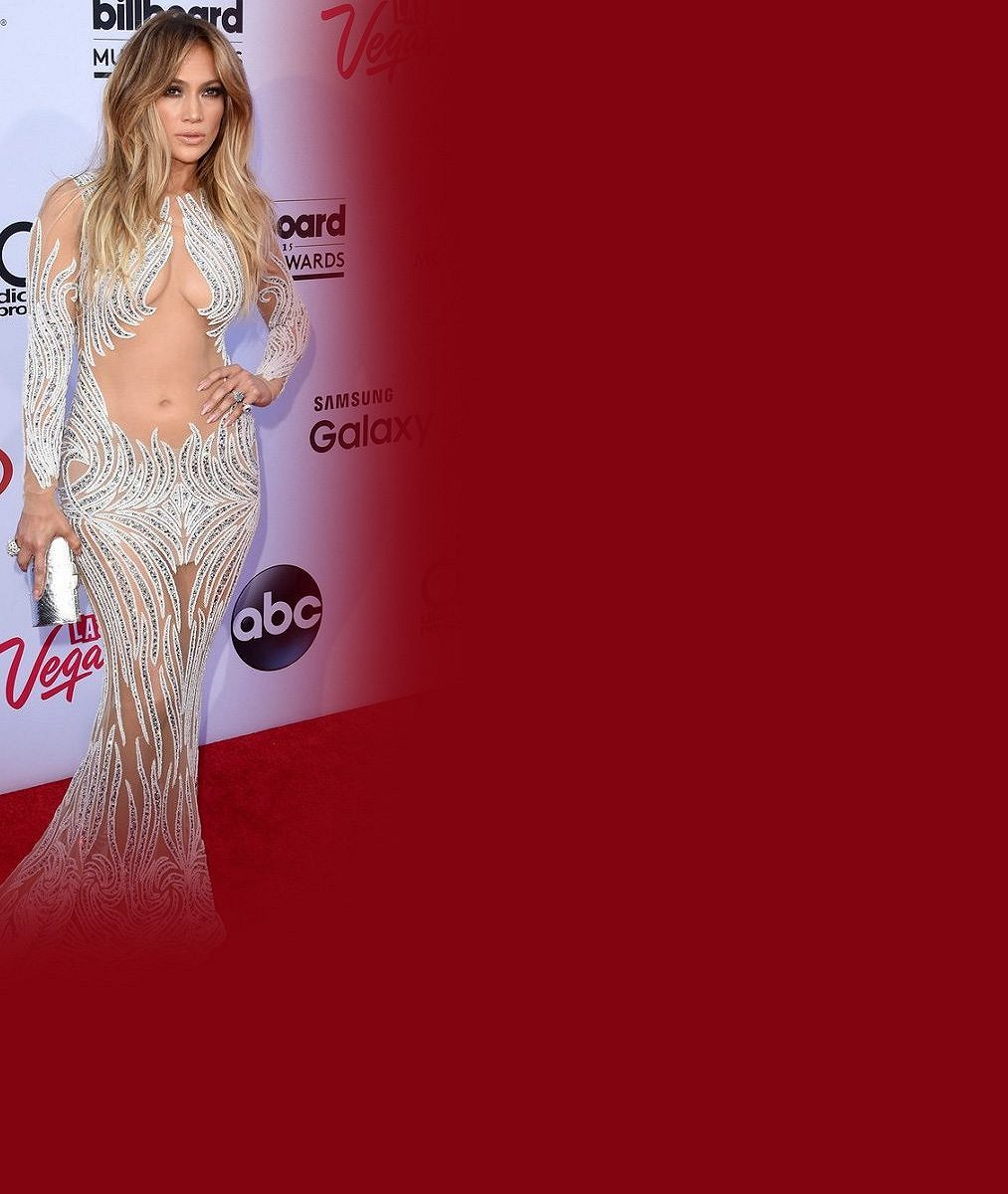 Páni! V tomhle modelu Jennifer Lopez slavila 47. narozeniny. Kolik vrstevnic si to může dovolit?