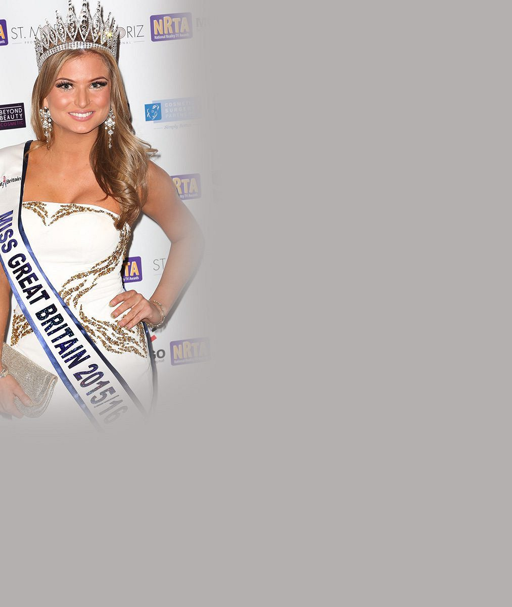 Sesazená britská Miss v bikinách s maminkou (51), která kdysi také vyhrávala soutěže krásy