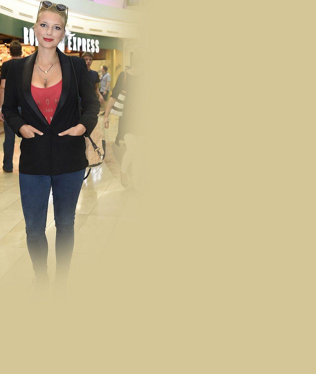 Změnila barvu vlasů, ale je to ona: Takhle to sluší herečce, která nafotila nejdráždivější snímky v historii seriálu Ulice