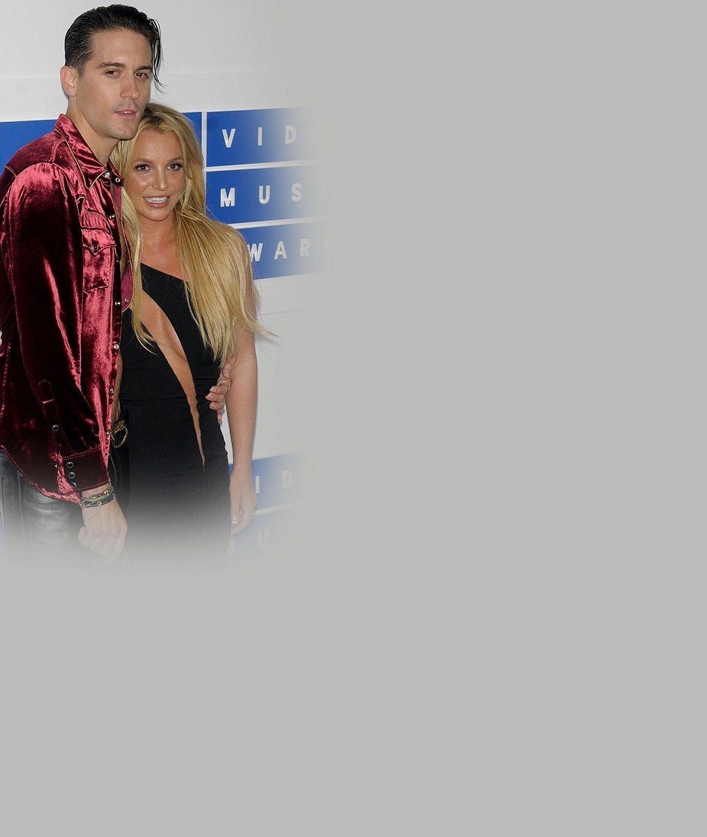 Polonahá Britney na hudebních cenách předvedla erotikou nabité číslo s fešným rapperem (27)